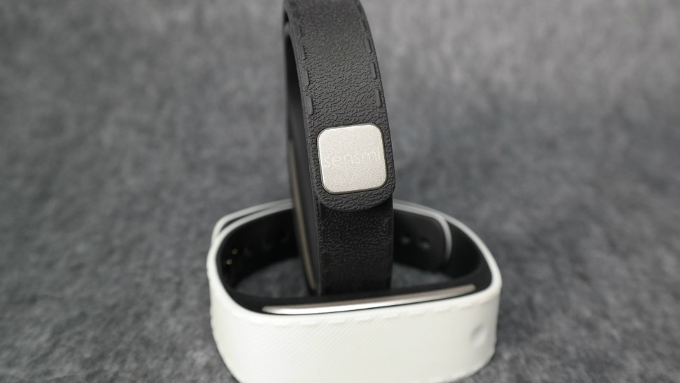 Sensnmi Wearable Band Manages Stress And Helps Relax Athletes And All!