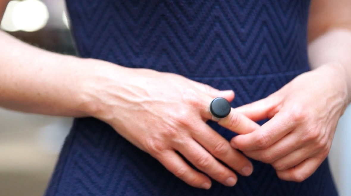 Mangos Smart Ring Is A Clever Protection For Ladies